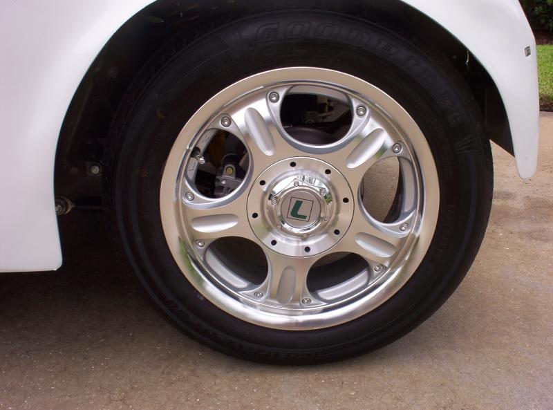 Lectric Limo uses full size 14 inch aluminum rims and premium tires.